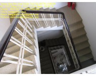 Thi công thảm trải cầu thang khách sạn Q3